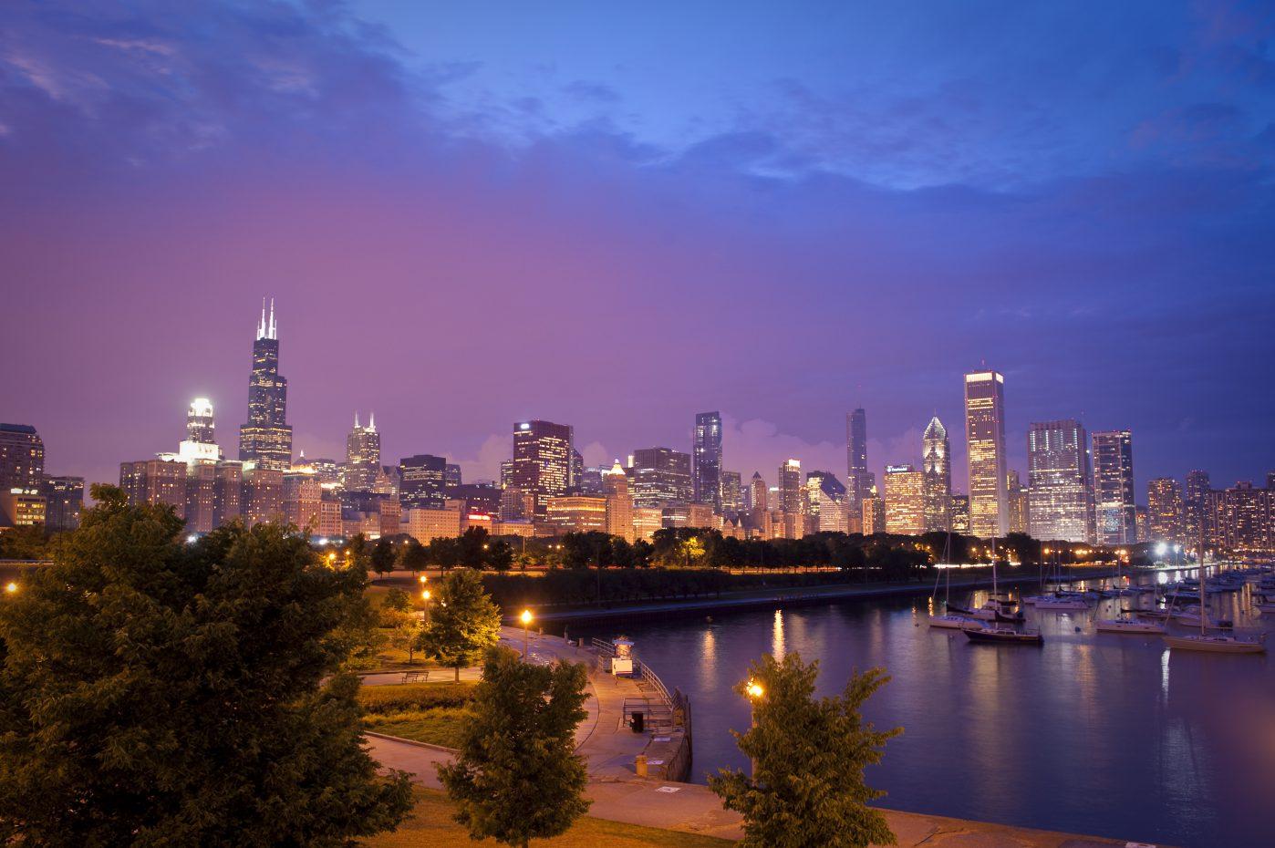 CITY_Chicago_CityLights_Harbor-1-e1565103459409